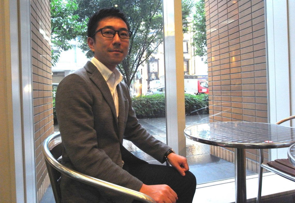 椅子に座る発達障害人