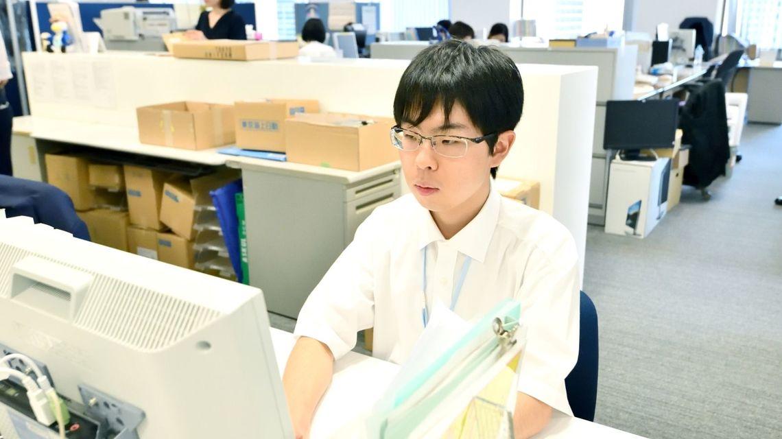 発達障害の社員はどう活躍しているのか?写真は東京海上ビジネスサポートで働く相原聖人さん
