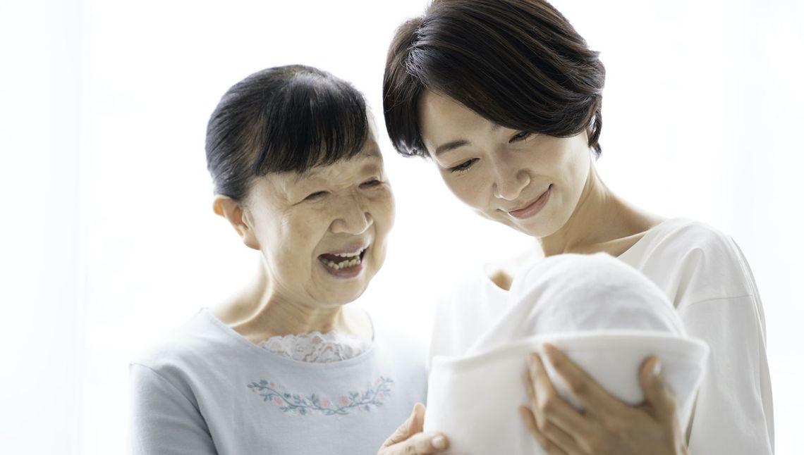 「愛情不足」という言葉は、母親を追い詰めるだけ