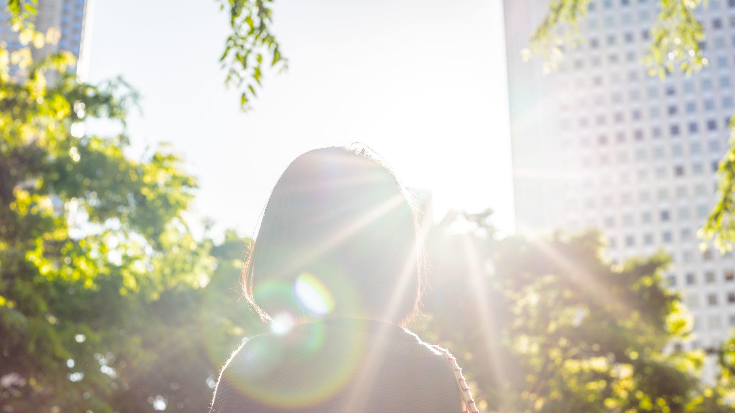 """日光を浴びると、体内では「ビタミンD」という""""万能ビタミン""""が生成される"""