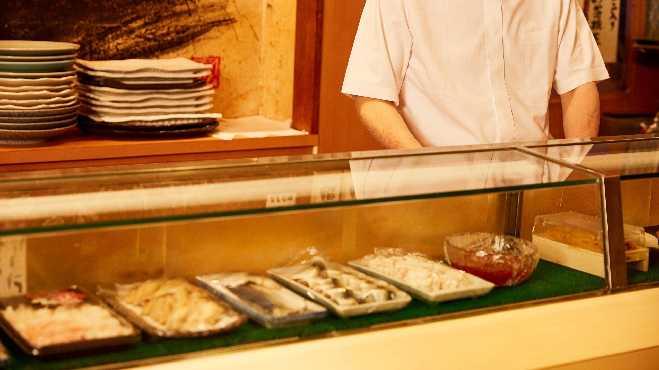 ゴミ屋敷の生活保護父子が「2人で3万円」のすし屋に通い続けたワケ