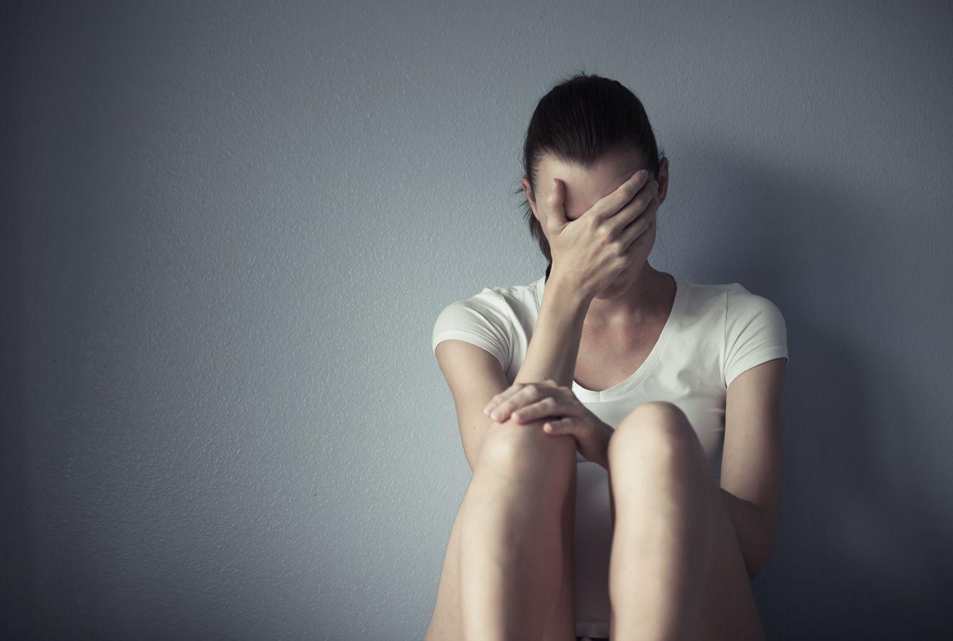 なぜパニック障害に悩む芸能人が多いのか 生活が不規則だと症状を治しづらい