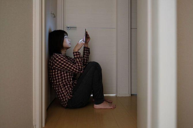 『なぜSNSの友達が増えるほど寂しさが募るのか』男女1300人タイプ別「孤独度」調査